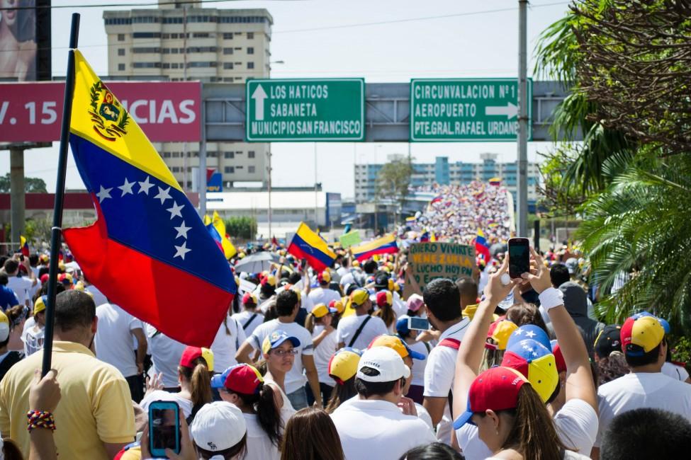 Marcha_hacia_el_Palacio_de_Justicia_de_Maracaibo_-_Venezuela_06